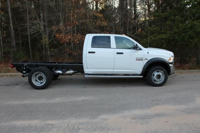 2018 Ram 5500 Crew Cab DRW 4x4 Cab Chassis #ND7484 - photo 9