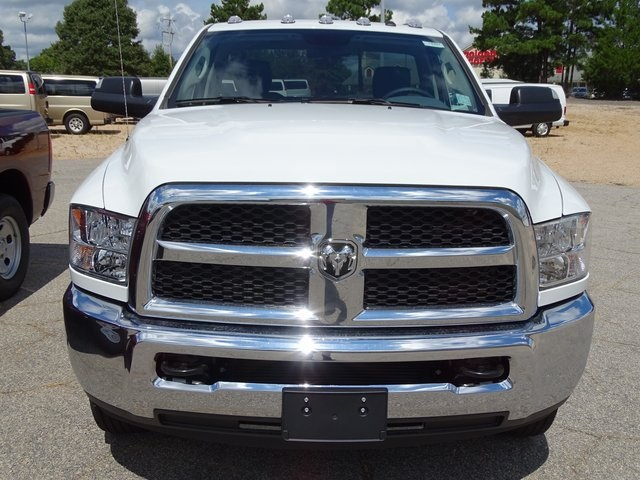 2018 Ram 3500 Regular Cab DRW 4x2,  Cab Chassis #ND8297 - photo 3