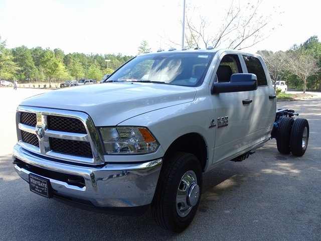 2018 Ram 3500 Crew Cab DRW 4x2,  Cab Chassis #ND8422 - photo 13