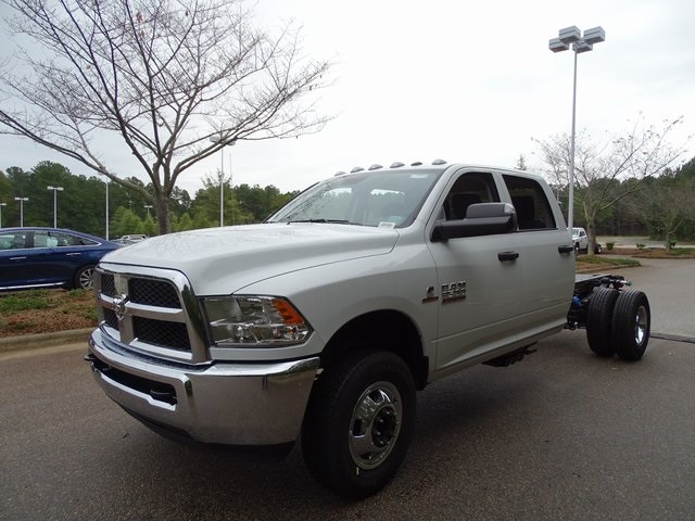 2018 Ram 3500 Crew Cab DRW 4x2,  Cab Chassis #ND8449 - photo 15
