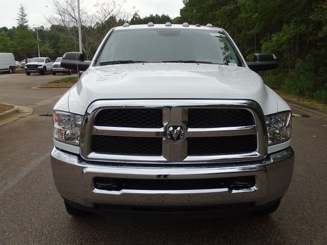 2018 Ram 3500 Crew Cab DRW 4x2,  Cab Chassis #ND8449 - photo 3