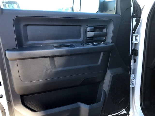 2017 Ram 3500 Crew Cab DRW 4x4 Platform Body #2171321 - photo 18
