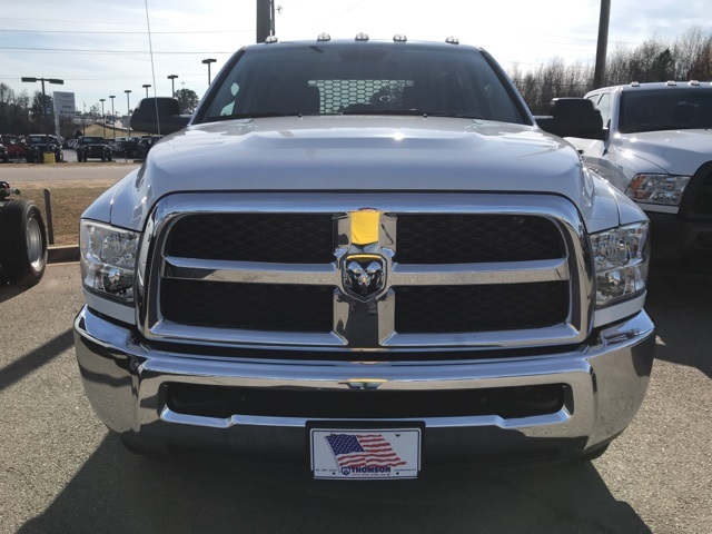 2018 Ram 3500 Crew Cab DRW 4x2,  Platform Body #2181443 - photo 3