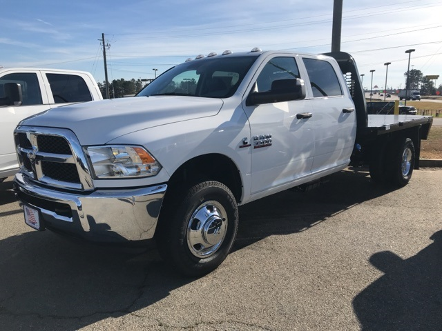 2018 Ram 3500 Crew Cab DRW 4x2,  Platform Body #2181443 - photo 24