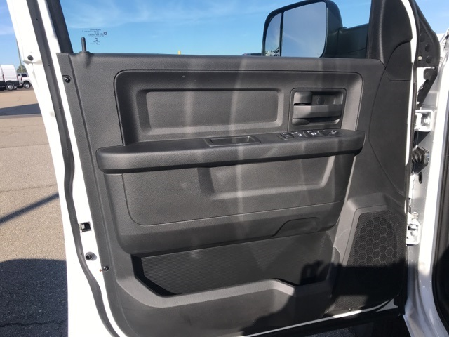 2018 Ram 3500 Crew Cab DRW 4x2,  Platform Body #2181443 - photo 26