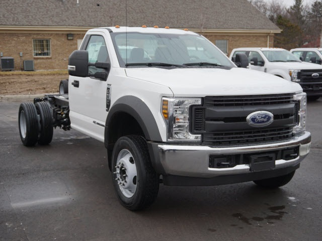 2019 F-550 Regular Cab DRW 4x2,  Cab Chassis #IZZ1043 - photo 4