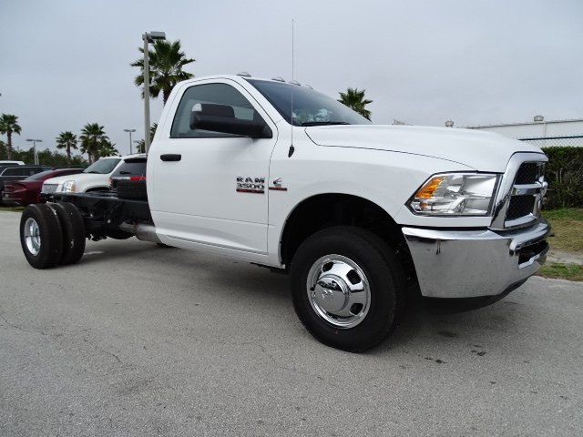 2018 Ram 3500 Regular Cab DRW, Cab Chassis #R18245 - photo 3