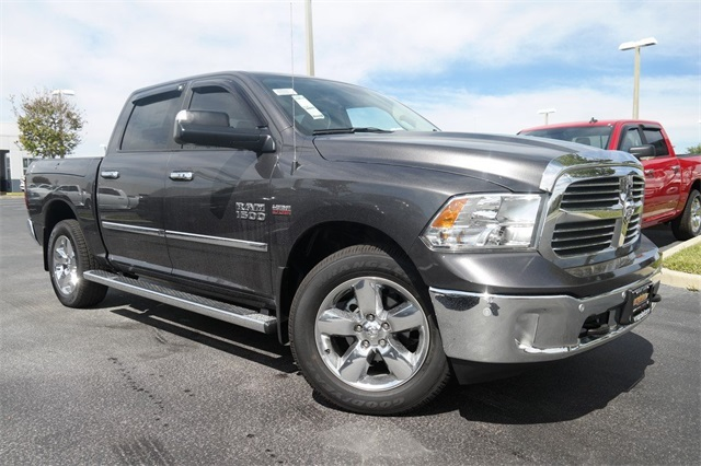 2017 Ram 1500 Crew Cab 4x4, Pickup #HS535360 - photo 2