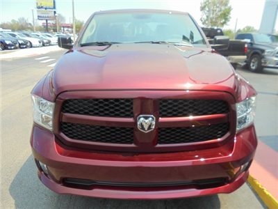 2017 Ram 1500 Crew Cab 4x4, Pickup #HS666797 - photo 4