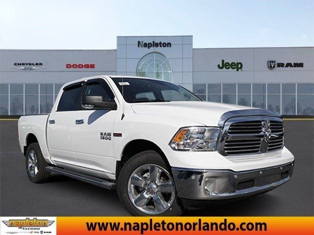 2017 Ram 1500 Crew Cab 4x4, Pickup #HS879018 - photo 1