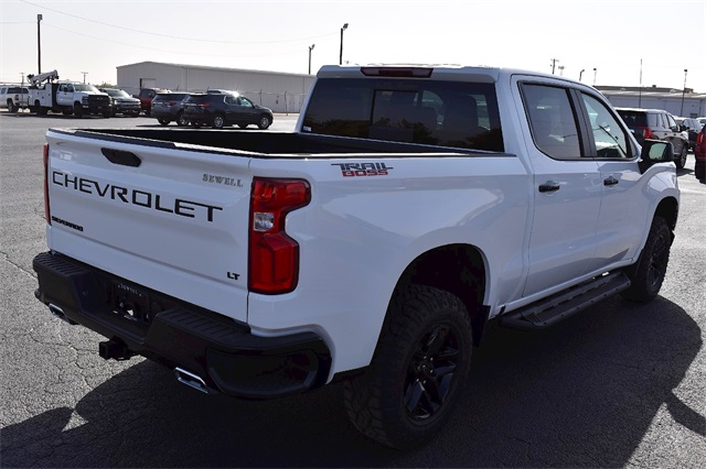 2020 Chevrolet Silverado 1500 Crew Cab 4x4, Pickup #A07241 - photo 2