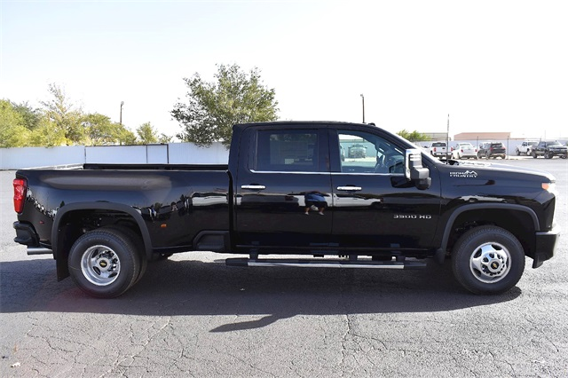 2020 Chevrolet Silverado 3500 Crew Cab 4x4, Pickup #A08190 - photo 3
