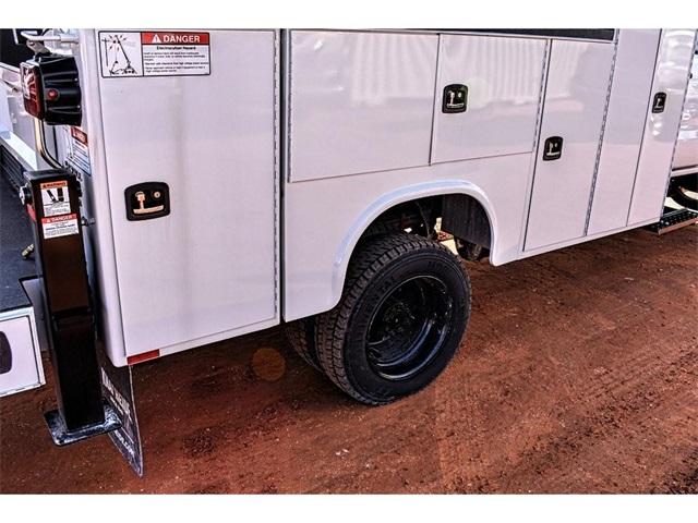 2019 Silverado 5500 Crew Cab DRW 4x4, Knapheide Crane Body Mechanics Body #C19661 - photo 6