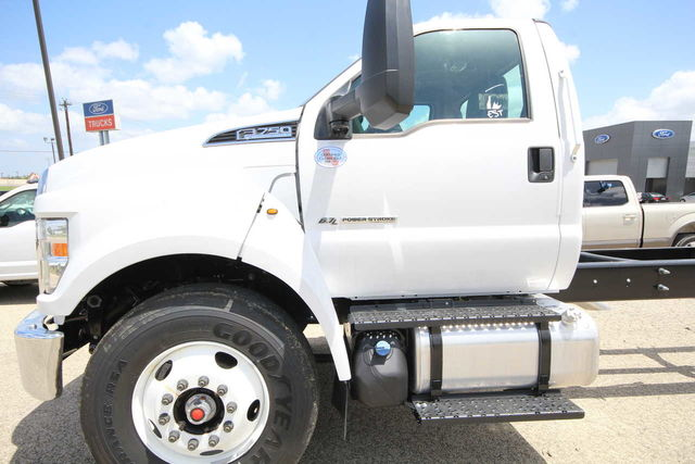 2018 F-750 Regular Cab DRW 4x2,  Cab Chassis #8804335T - photo 11