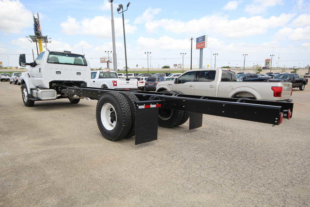 2018 F-750 Regular Cab DRW 4x2,  Cab Chassis #8804335T - photo 2