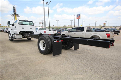 2018 F-750 Regular Cab DRW 4x2,  Cab Chassis #8804339T - photo 2
