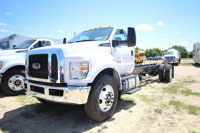 2018 F-750 Regular Cab DRW 4x2,  Cab Chassis #8804340T - photo 1