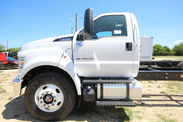 2018 F-750 Regular Cab DRW 4x2,  Cab Chassis #8804340T - photo 11