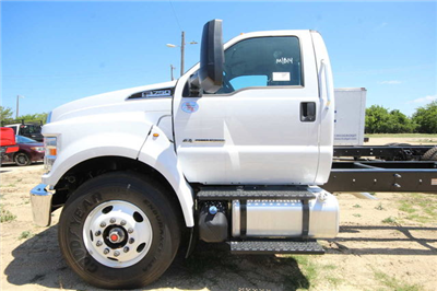 2018 F-750 Regular Cab DRW 4x2,  Cab Chassis #8804344T - photo 11