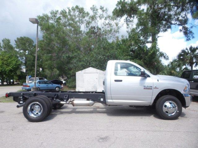 2017 Ram 3500 Regular Cab DRW Cab Chassis #D73544 - photo 4