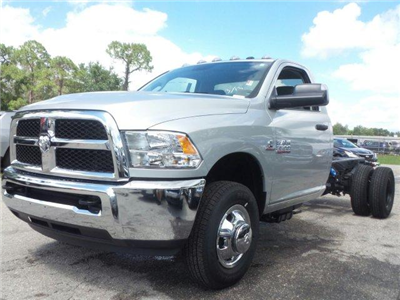 2017 Ram 3500 Regular Cab DRW 4x2,  Cab Chassis #D73545 - photo 6