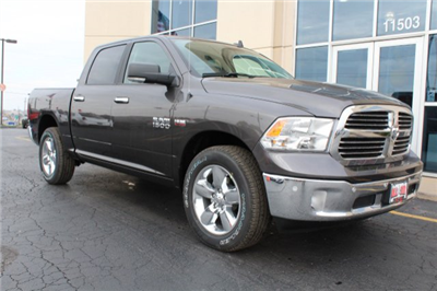 2018 Ram 1500 Crew Cab 4x4, Pickup #R181017 - photo 3