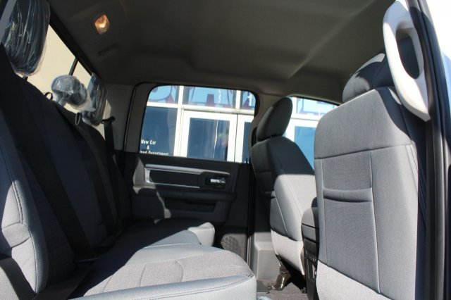 2018 Ram 1500 Crew Cab 4x4, Pickup #R181022 - photo 4