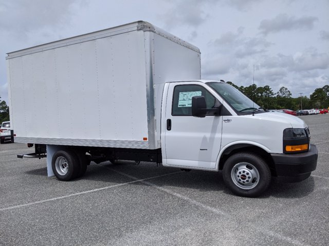 2020 GMC Savana 3500 RWD, J&B Truck Body Cutaway Van #G10070 - photo 3