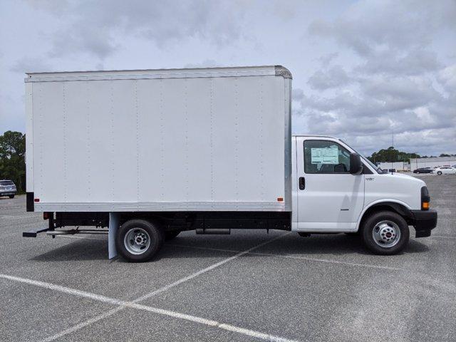 2020 GMC Savana 3500 RWD, J&B Truck Body Cutaway Van #G10070 - photo 4