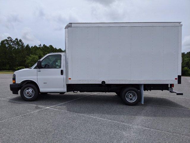 2020 GMC Savana 3500 RWD, J&B Truck Body Cutaway Van #G10070 - photo 7