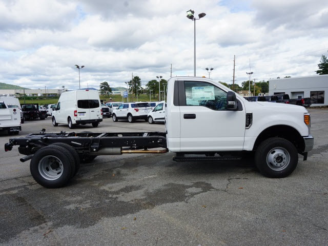 2017 F-350 Regular Cab DRW 4x4 Cab Chassis #SF28593 - photo 4
