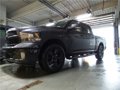 2018 Ram 1500 Crew Cab 4x4 Pickup #1D87053 - photo 10