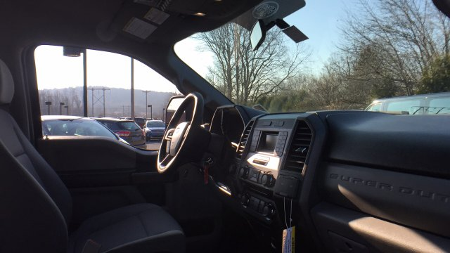 2017 F-250 Crew Cab 4x4, Pickup #Y177358 - photo 22