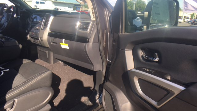 2017 Titan Crew Cab, Pickup #6170015 - photo 39