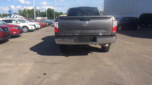 2017 Titan Crew Cab, Pickup #6170015 - photo 8