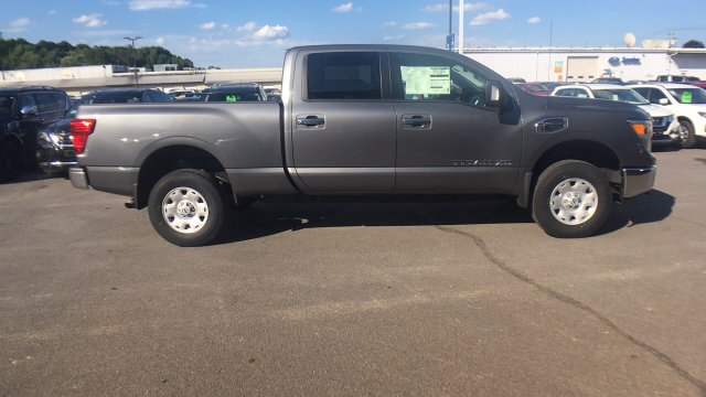 2017 Titan Crew Cab, Pickup #6170015 - photo 9