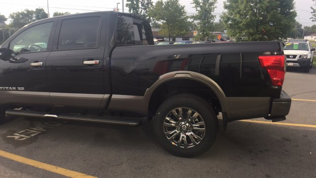 2017 Titan Crew Cab, Pickup #6170028 - photo 7