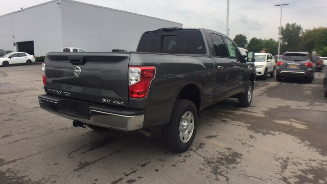 2017 Titan Crew Cab, Pickup #6170030 - photo 2
