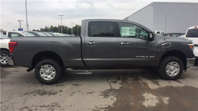2017 Titan Crew Cab, Pickup #6170030 - photo 9