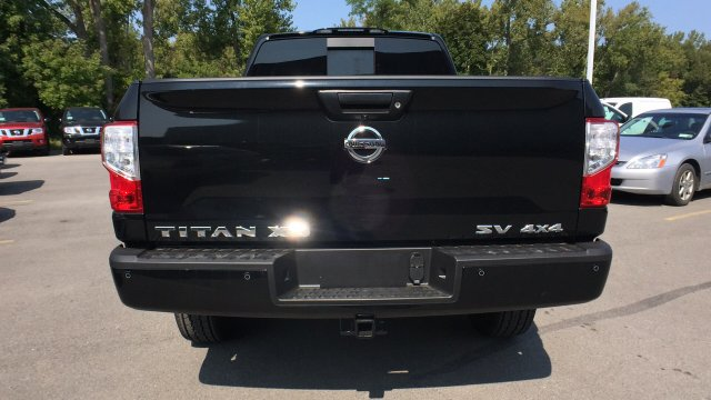 2017 Titan Crew Cab, Pickup #6170031 - photo 10