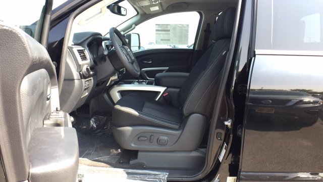 2017 Titan Crew Cab, Pickup #6170031 - photo 21