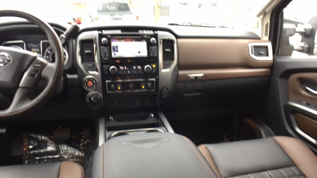 2017 Titan Crew Cab Pickup #6170033 - photo 30