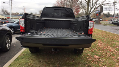2017 Titan Crew Cab Pickup #6170033 - photo 37