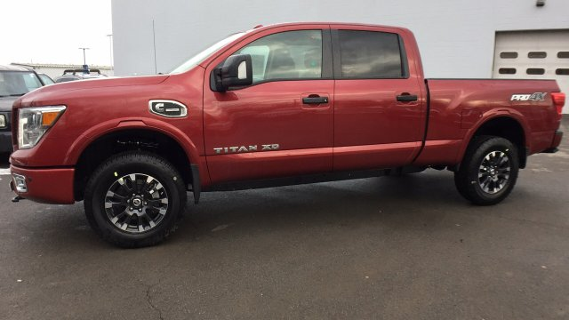2017 Titan Crew Cab, Pickup #6170044 - photo 9