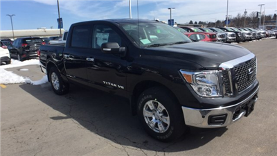 2018 Titan Crew Cab, Pickup #6180000 - photo 3