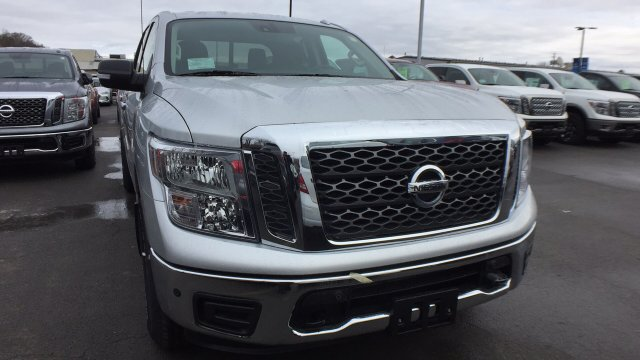 2018 Titan Crew Cab, Pickup #6180003 - photo 5
