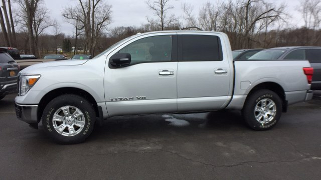2018 Titan Crew Cab, Pickup #6180003 - photo 8