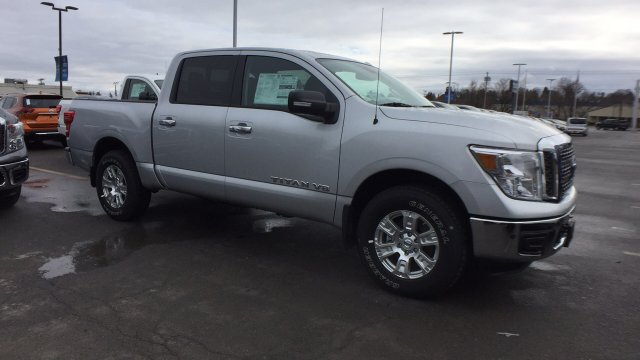 2018 Titan Crew Cab, Pickup #6180003 - photo 3