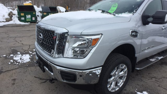 2018 Titan Crew Cab, Pickup #6180008 - photo 7