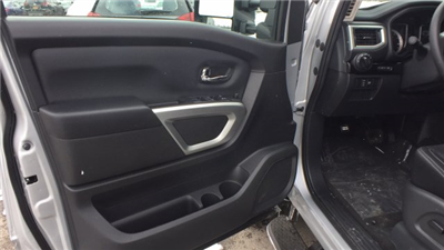2018 Titan Crew Cab, Pickup #6180008 - photo 8